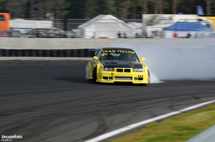 BMW E36 Team Yellow Drift and Racing BMW